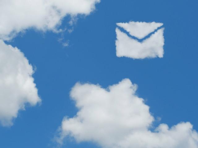 空に浮かぶ雲のメール